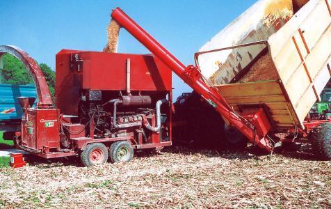 DF1315 vor Corn-Cob-Mühle